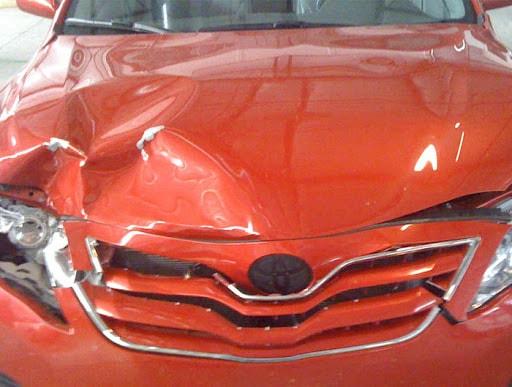 Фото поврежденного капота